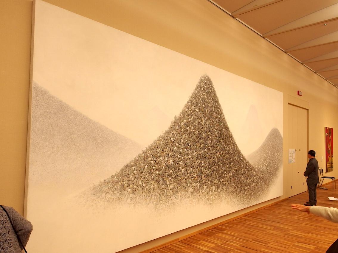 会田誠「灰色の山」