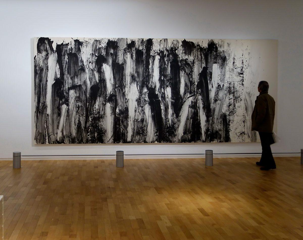 線の気韻1998-47 1998年, 紙に岩絵の具, 227×526cm