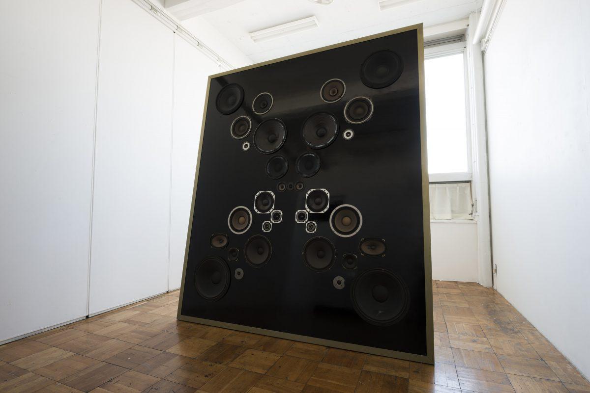 「ミンストレルショー」,  パネル、スピーカーユニット、12曲の音楽、額  ,  280 × 240 cm  ,  2017