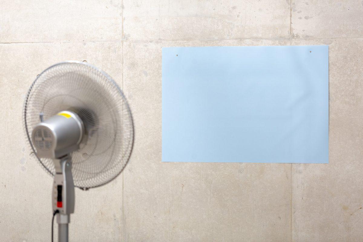 「無題」  ,  布、扇風機  ,  59 × 85 cm  ,  2019