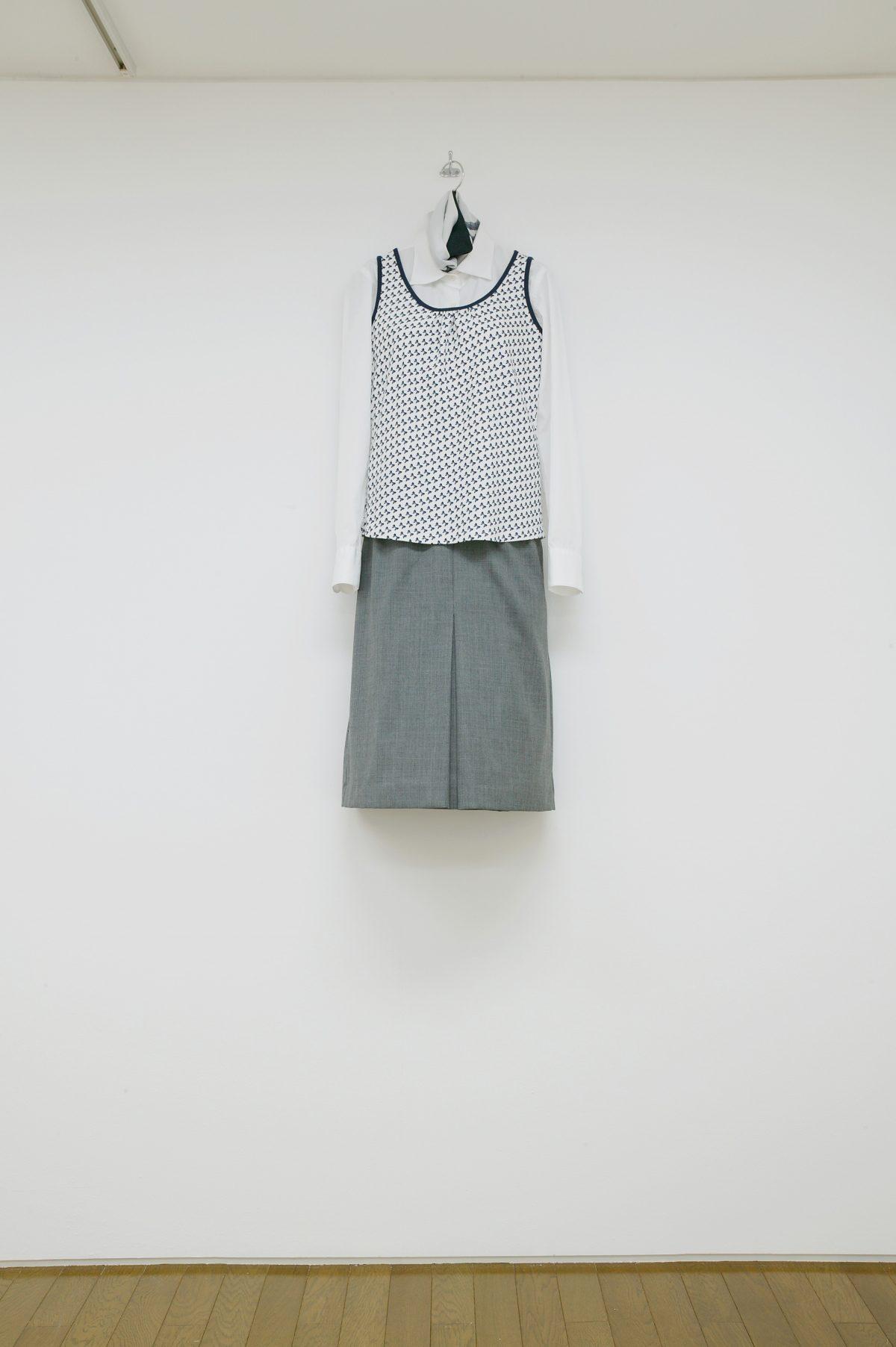 古着coordinate(white shirt) / 衣類、ハンガー、塩化ビニールシート / 120×45×22 / 2005